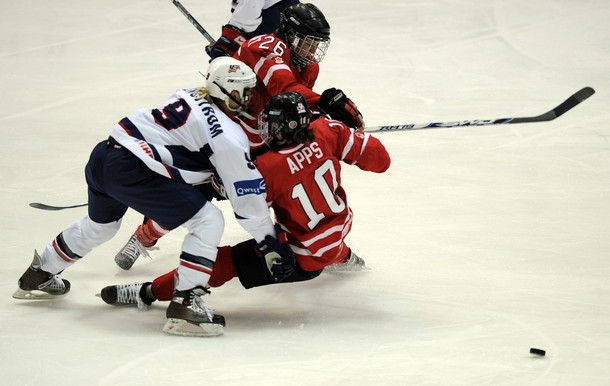 IHOCKEY-WC-WOMEN-CANADA-USA